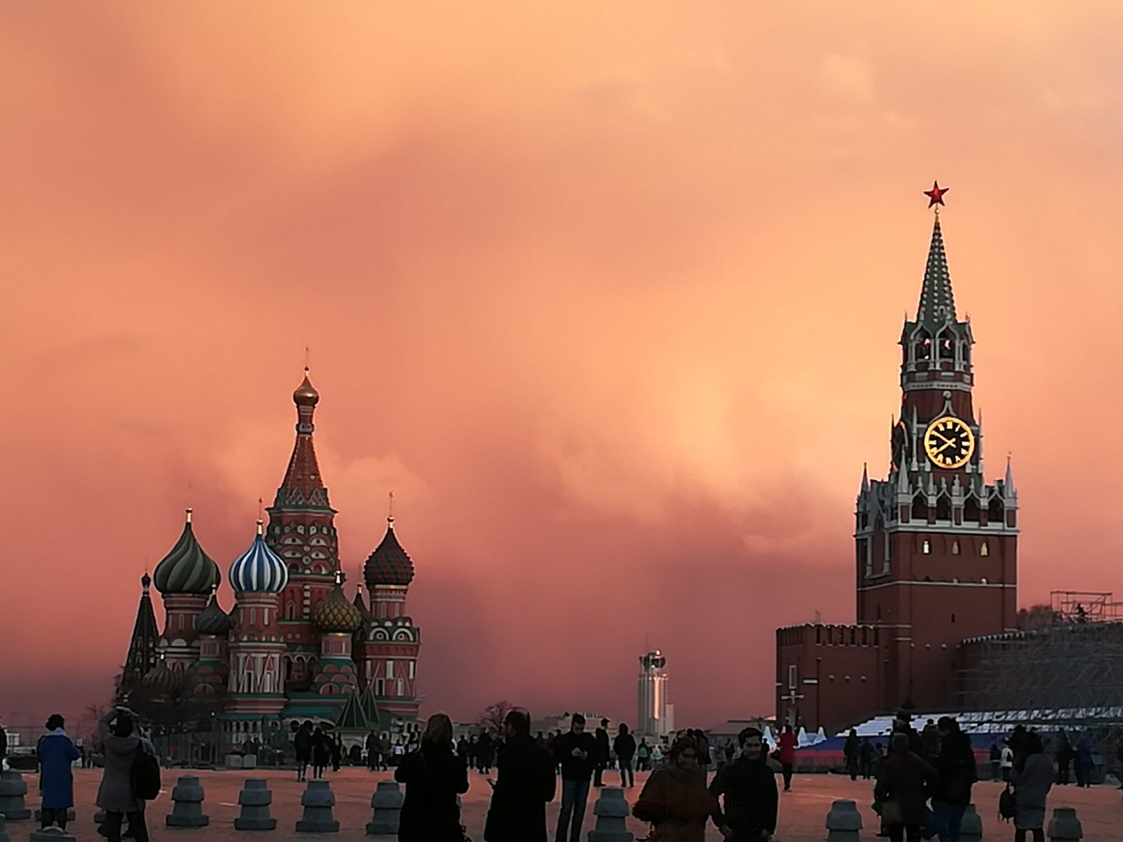 Rode Plein Wolken